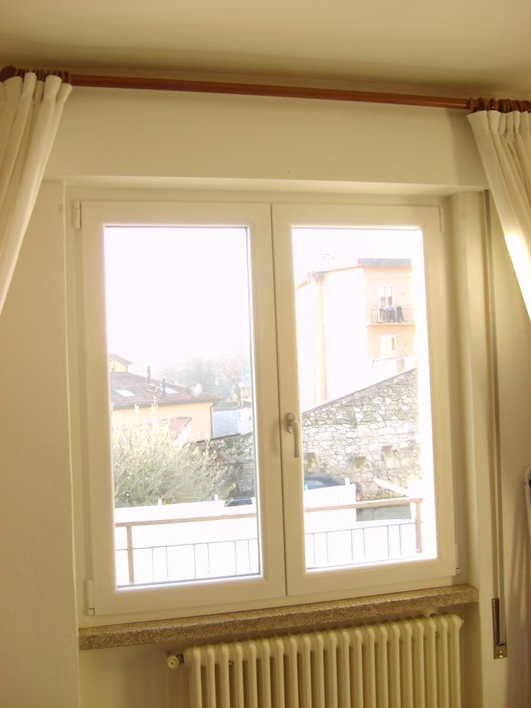 Serramenti in pvc con cassonetti coibentati bianchi infix - Tende per finestre con cassonetto ...