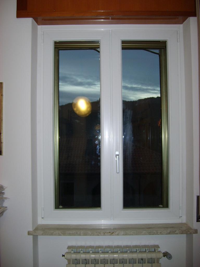 Sostituzione infissi portoncino in pvc e finestre bianche - Infissi e finestre ...