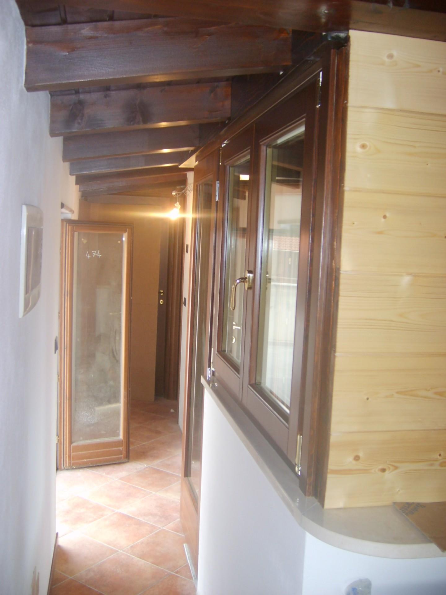 Serramenti in legno pino lamellare 68x80 infix - Finestra a due ante ...