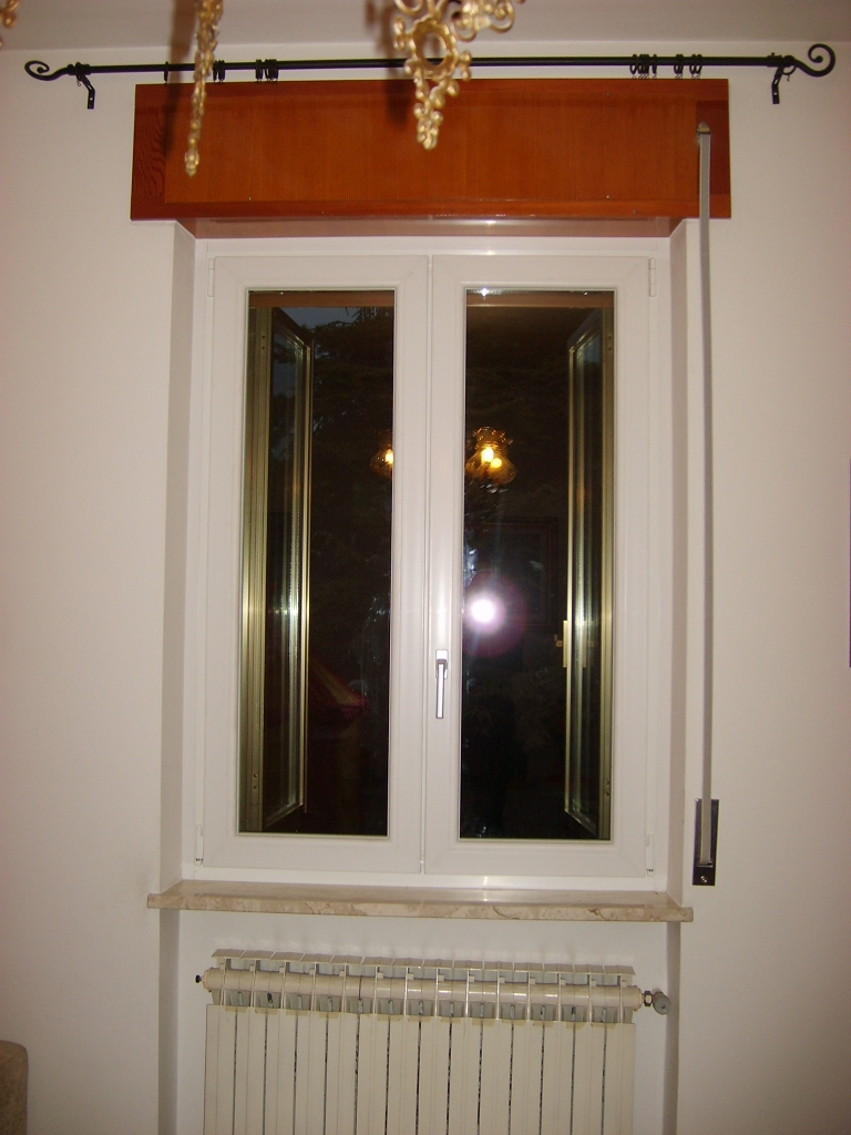 sostituzione infissi portoncino in pvc e finestre bianche