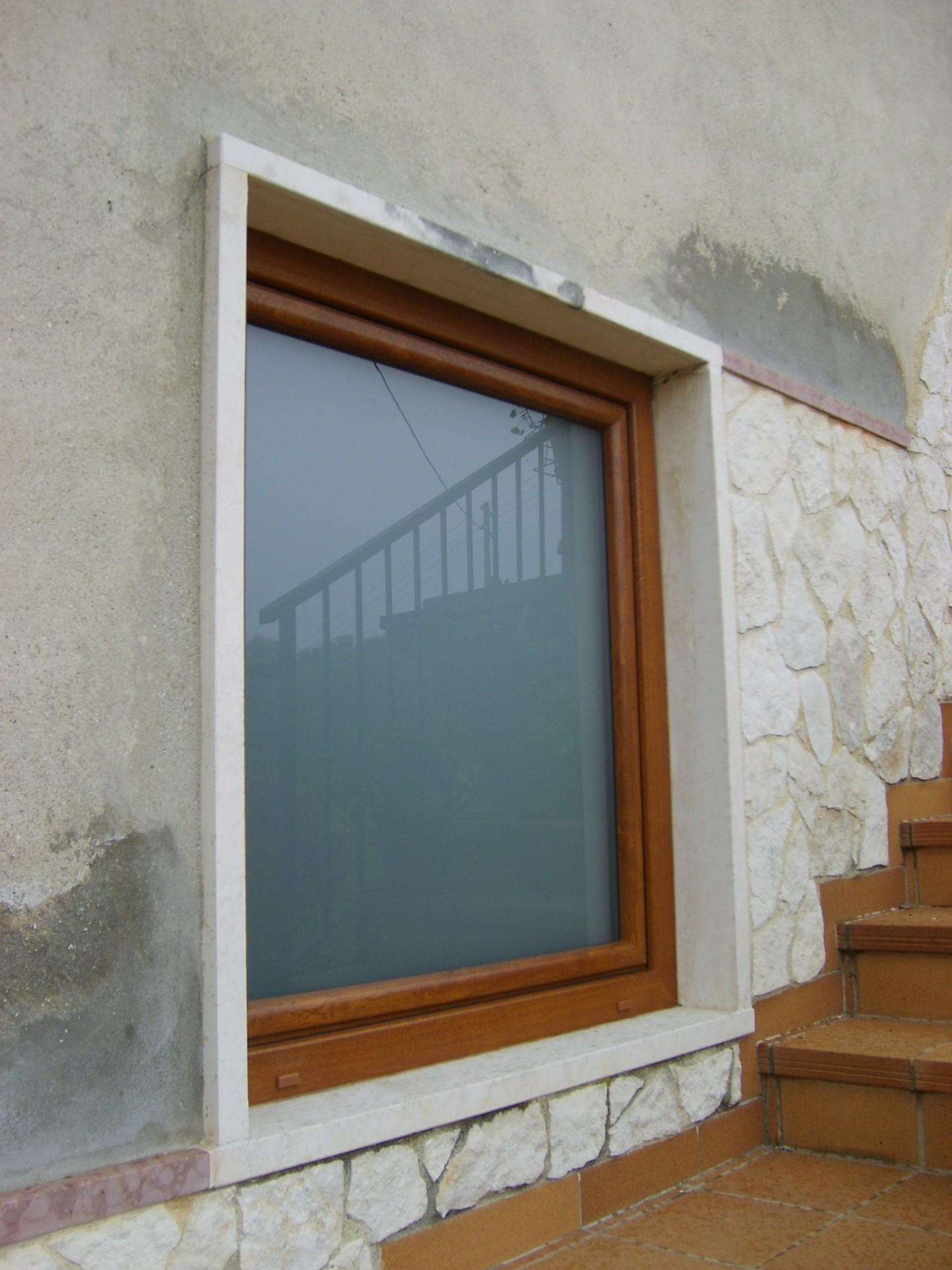 Finestre in vetro portoncino e serramenti in pvc infix - Finestre scorrevoli in vetro ...