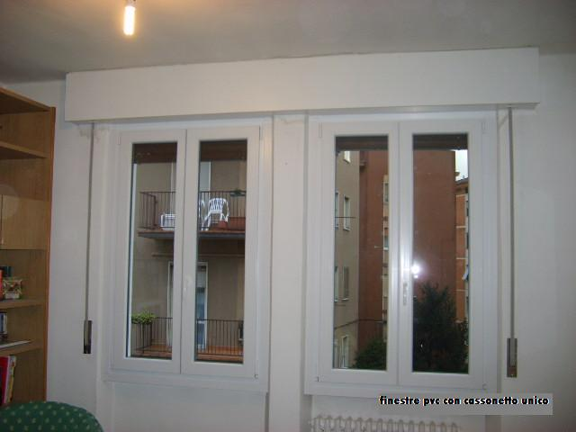 Serramenti in pvc con cassonetti a soffitto infix for Finestre pvc con tapparelle