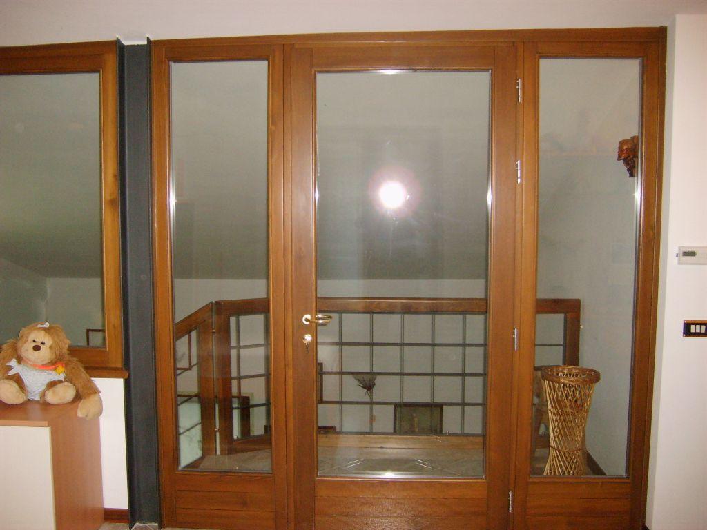 Serramento in legno larice lamellare infix - Porta finestra legno ...