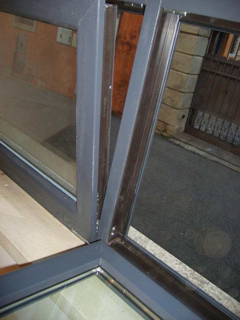 Serramento in pvc con arco grigio antracite infix - Condensa finestre alluminio ...