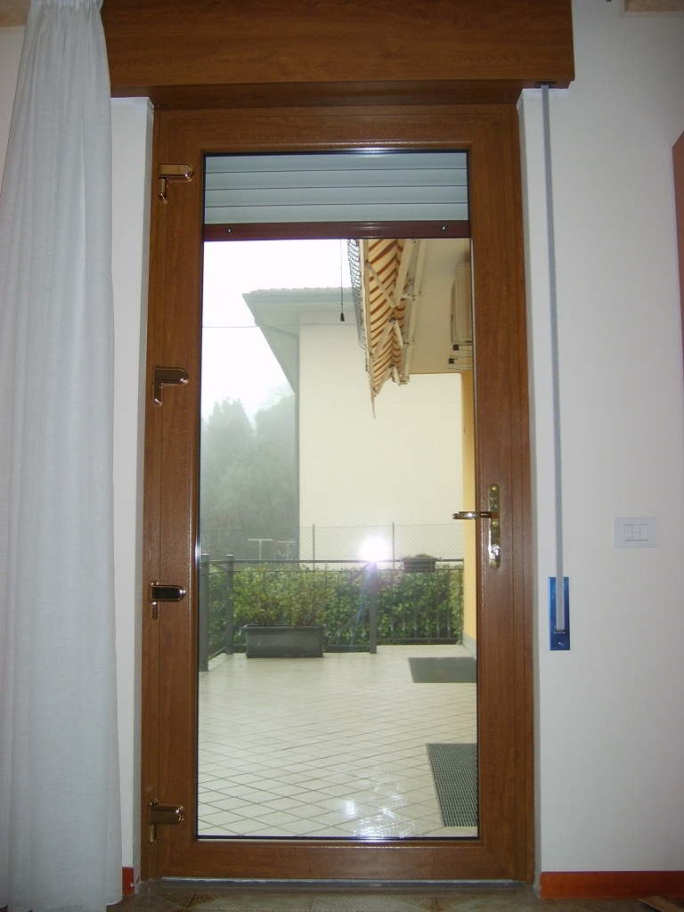 Infissi in pvc a sei camere infix - Serratura porta finestra ...