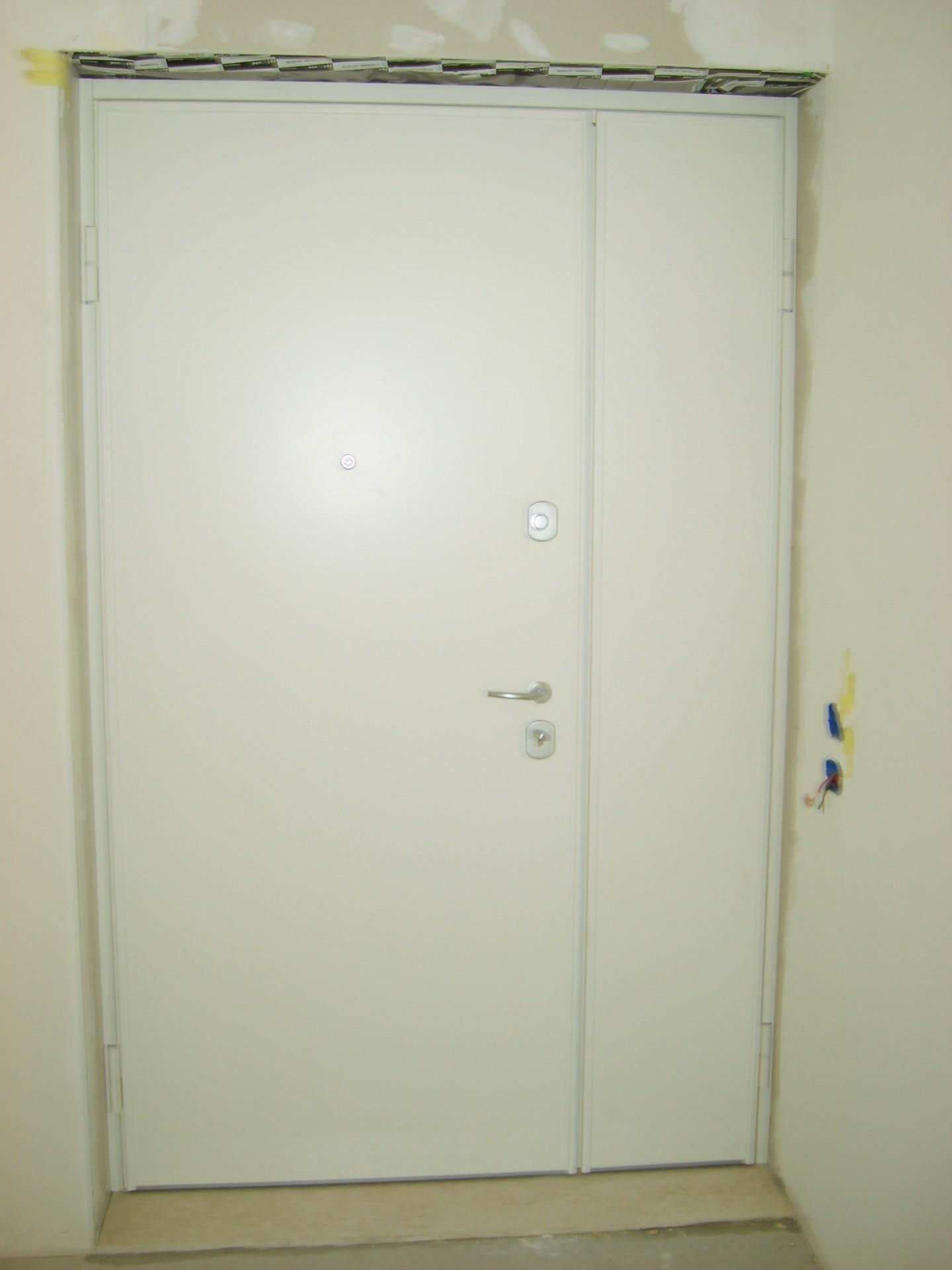 Porte blindate con chiusura azionata da 4 catenacci in for Porte di sicurezza