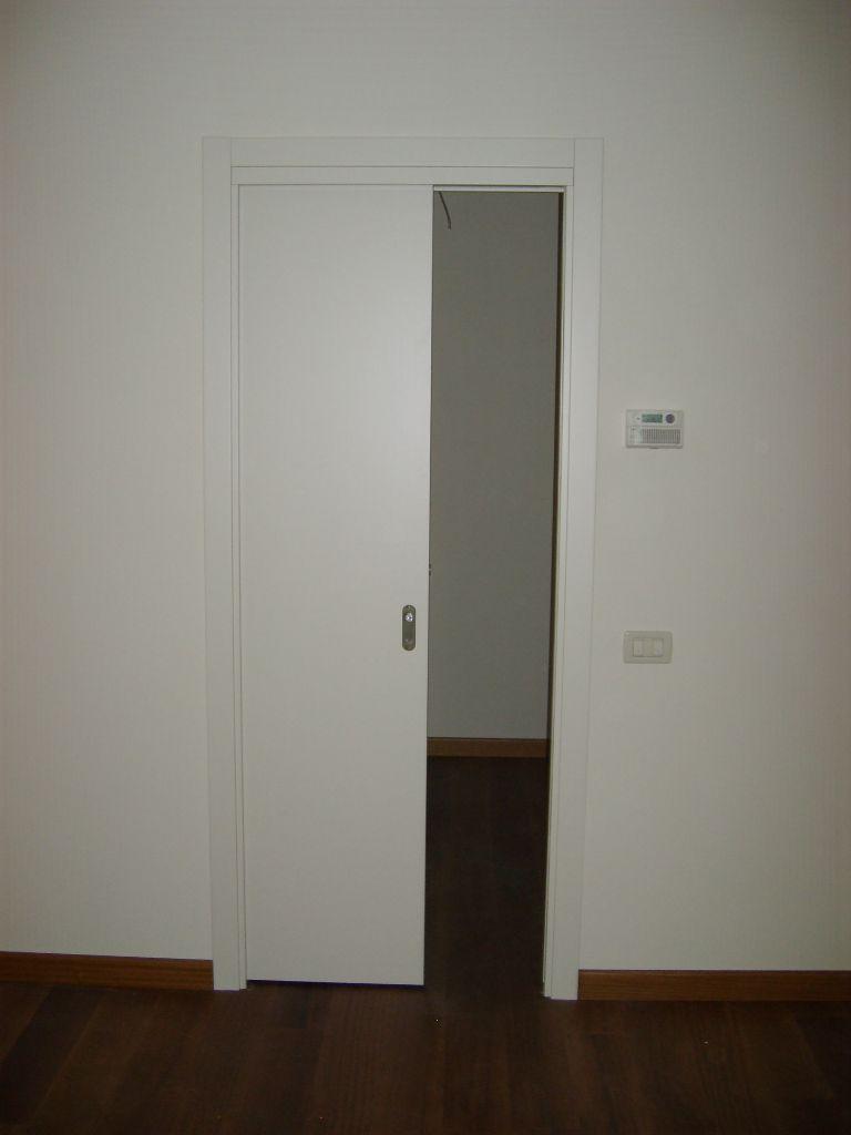 Porta interna scorrevole laccata ral 9010 liscia infix - Porta scorrevole interna ...