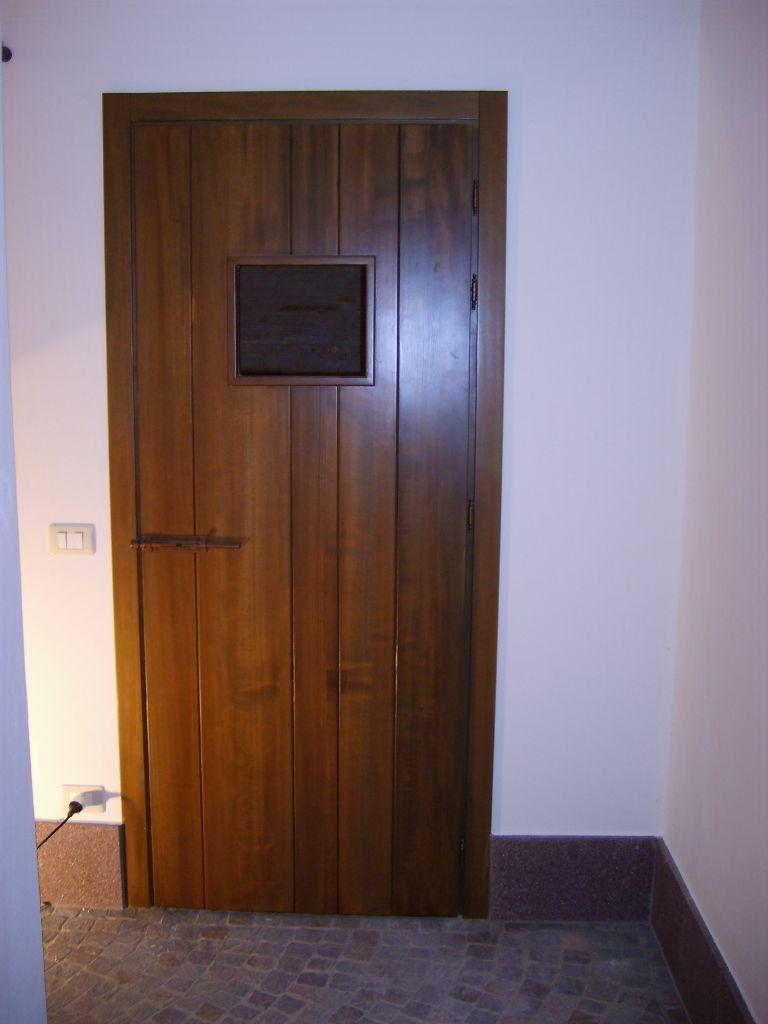 Porta in legno idee di design per la casa - Porta in legno massello ...