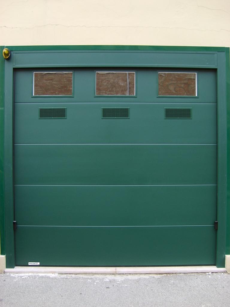 Portone sezionale a traino ral 6005 infix - Porta del garage ...