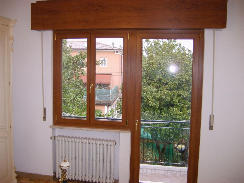 Sostituzione vecchi infissi in legno con nuovi serramenti for Serramenti pvc prezzi