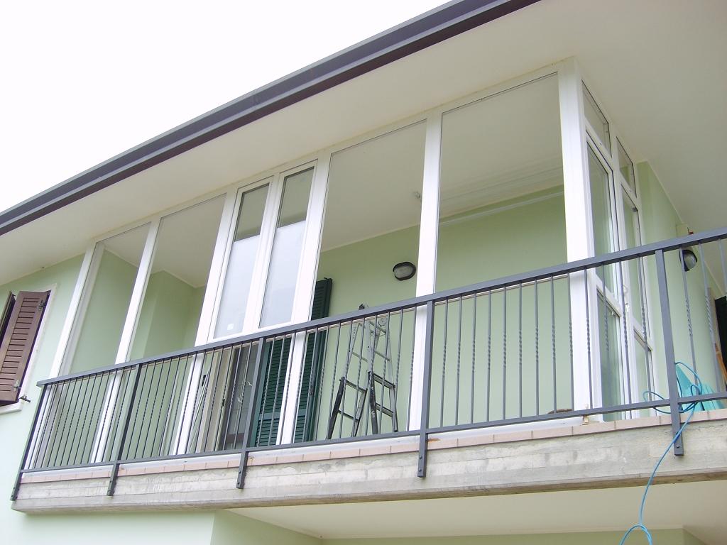 Veranda esterna in pvc bianco infix for Porta balcone pvc prezzi