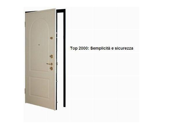 Porte blindate con chiusura azionata da 4 catenacci in acciaio modello Top 2000