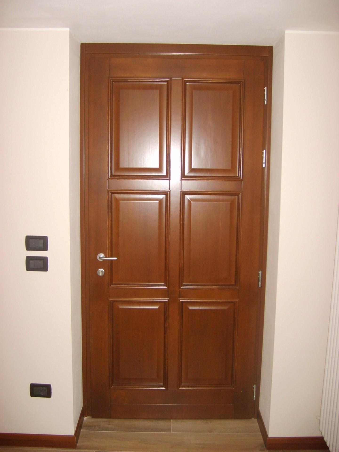 Portoncino in legno pino massello infix for Infix serramenti e porte