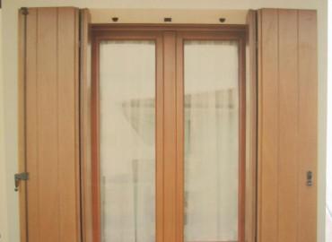 Serramento in legno (sezione 58x80 )