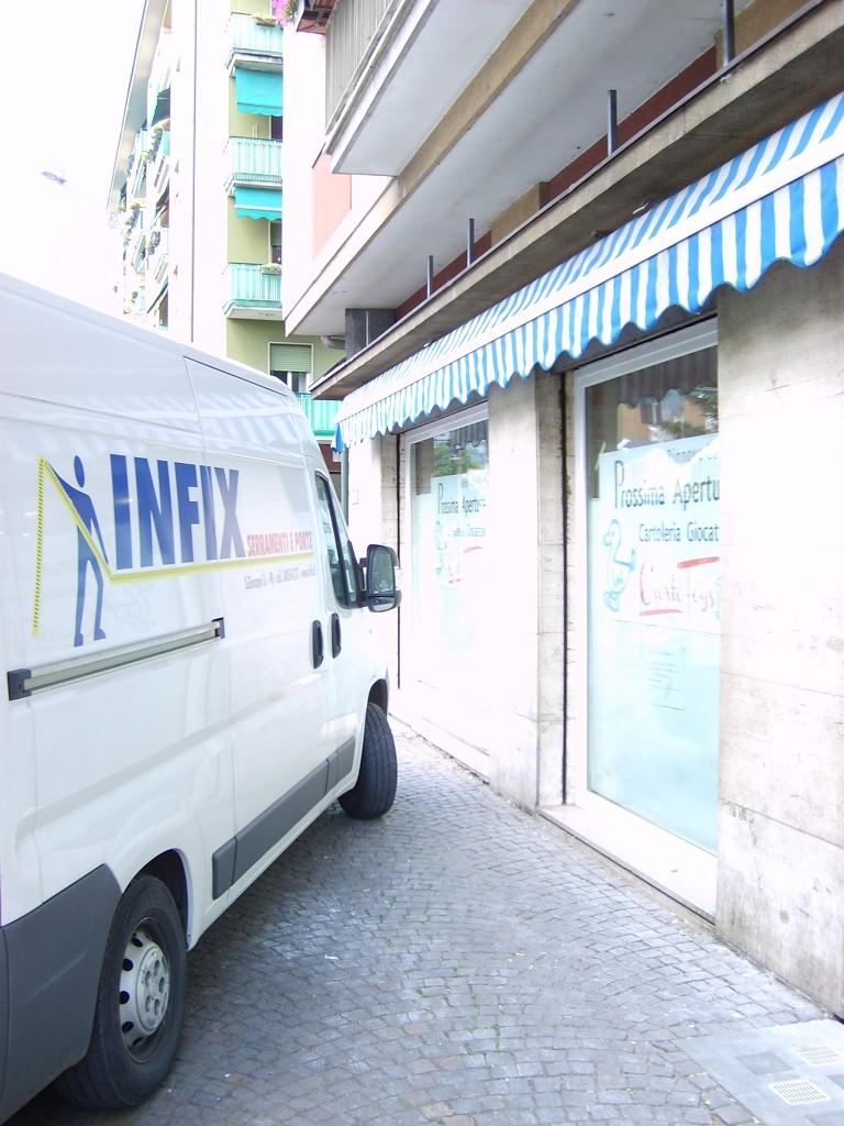 Sostituzione infissi in negozio di giocattoli a Bolzano