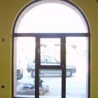 serramento_in_pvc_noce_ad_arco.jpg